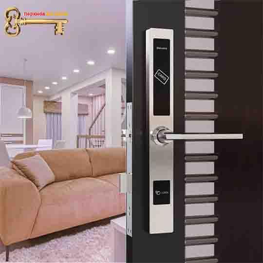 khóa căn hộ, Khóa thẻ từ Khách Sạn Avats 7021